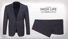 El #traje gris oscuro puede armonizar adecuadamente con una #camisa azul marino o tonos más claros de azul. #HighLife