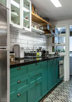 Once found only in the rear of the house, today's kitchen design takes the kitchen out the background. The challenge for kitchen design is in creat… Kitchen Dinning, Kitchen Decor, Diy Kitchen, Kitchen Ideas, Dining Room, Kitchen Interior, Home Interior Design, Apartment Kitchen, Green Kitchen Cabinets