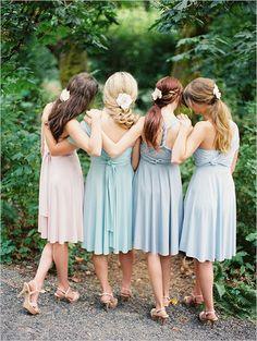 Madrinhas com vestidos em tons pastel