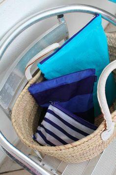 かごバッグのオープンタイプの物は、バッグの中身が丸見えです。そこでポーチに区分けして揃えて使ったら可愛かった! 旅行用の仕分けや習い事それぞれのテキストなどを入れて仕訳したり、 作業の道具などを入れるといいです。
