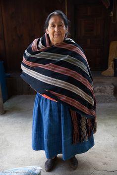 Los rebosos de la preciosa maestra Florencia Soto, in Angahuan, Michoacan. Direccion: En la plaza de Angahuan, buscar la biblioteca …y preguntar por ella! Ella vive muy cerca, en la misma calle. © Florence Leyret Jeune