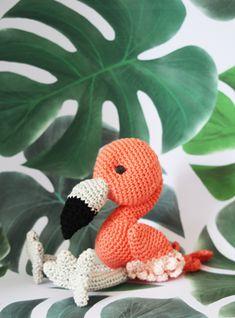 haakpatroon flamingo eindresultaat-1 Diy Crochet Animals, Crochet Birds, Crochet Animal Patterns, Stuffed Animal Patterns, Amigurumi Patterns, Cute Crochet, Crochet For Kids, Crochet Toys, Crochet Flamingo