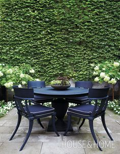 Ivy never fails to lend a rich look to outdoor spaces, as demonstrated by the lush wall in René and Priscilla Wikkerink's garden. | Photographer: Angus Fergusson | Designer: Terry Ryan