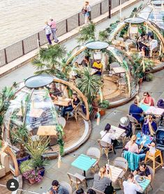 These cozy winter igloos transform into tropical surfer shacks in the s. - London…These cozy winter igloos transform into tropical surfer shacks in the summer! Tag a friend you'd want to have drinks here with. Coffee Shop Design, Cafe Design, Design D'espace Public, Bar Deco, Outdoor Restaurant, Outdoor Cafe, Landscape Architecture Design, Restaurant Interior Design, Travel And Leisure