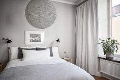 Scandinavian home stylish with light gray walls via Krone Kern Light Grey Walls, Gray Walls, White Apartment, Rental Decorating, Scandinavian Home, Unique Home Decor, Beautiful Interiors, Home Interior Design, Home And Family