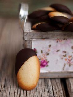 Bocados dulces y salados: Lenguas de gato con chocolate