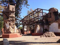 Ruinas De San Francisco em Mendoza - Plaza Pedro de Castillo (2ª/6ª 9h/17h) - Esse é a única mostra do que sobrou da antiga cidade de Mendoza após o devastador terremoto de 1861. Declarado Monumento Histórico Nacional, o local guarda as ruínas de um antigo templo jesuítico do século 18
