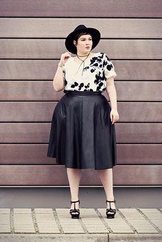 10e4b1e51282 Die 513 besten Bilder von CURVY BEAUTIES   Woman fashion, Curvy girl ...