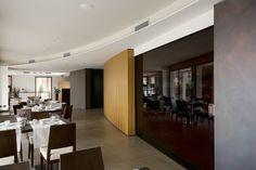 Il banco delle colazioni del Red's Hotel completamente oscurato. Bathroom Lighting, Conference Room, Divider, Kitchen Cabinets, Table, Semi, Hotel, Furniture, Home Decor