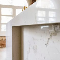 There is a great variety of marble with gray veins. Most of them have a bright background, although there are varieties of other colors. Bright Background, Natural Stones, Madrid, Marble, Stairs, Interior Design, Architecture, Luxury, Grey