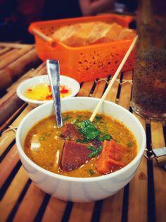 Từ lâu Sài Gòn đã nổi tiếng với nhiều món ăn lâu đời và sự pha trộn ẩm thực phong phú. 8/3 này sẽ thật tuyệt vời nếu bạn mời mẹ hay bạn gái của bạn đi ăn nhũng món ăn đặc biệt này nhé. Nào hãy cùng LOZI điểm sơ qua danh sách 6 món ăn có 1-0-2 này. http://lozivn.blogspot.com/2014/03/di-dau-an-gi-o-ho-chi-minh-dip-8-thang-3.html