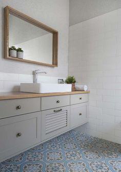 Bathroom Plans, Bathroom Layout, Kitchen Room Design, Kitchen Tiles, Bathroom Design Luxury, Home Interior Design, Small Kitchen Diy, Bathroom Design Inspiration, Bathroom Toilets