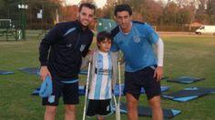 Argentina: la conmovedora historia del niño sin pierna que le prestó su muleta a…