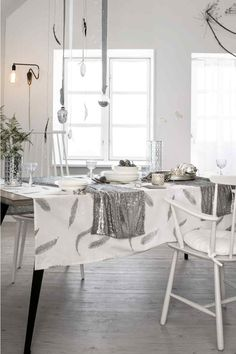H&M Home offer a large selection of top quality interior design and decorations. Find the right accessories for your home online or in-store. H & M Home, Cosy Night In, Christmas Inspiration, Wedding Inspiration, Decor Interior Design, Seasonal Decor, Dining Table, Table Decorations, House Styles
