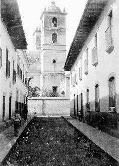 Callejon Hacia La Catedral Tegucigalpa, Honduras,