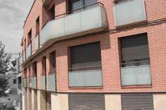 #Edificios #Contemporaneo #Balcon #Exterior #Fachada #Vidrio #Barandillas #Ventanas