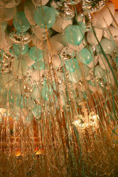 Gorgeous balloon ceiling in turquoise, white and silver. What a decoration for a party! Green Gold Weddings, Wedding Mint Green, Gold Wedding Theme, Wedding Colors, Orange Weddings, Balloon Decorations, Wedding Decorations, Balloon Ideas, Wedding Ideas