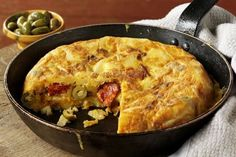 Spanish tortilla with Spanish olives and chorizo recipe Spanish recipies with photos Uk Recipes, Mexican Food Recipes, Cooking Recipes, Ethnic Recipes, Spanish Recipes, Potato Recipes, Spanish Side Dishes, Spanish Tortilla Recipe, Spanish Omelette