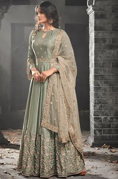 Looking to buy Anarkali online? ✓ Buy the latest designer Anarkali suits at Lashkaraa, with a variety of long Anarkali suits, party wear & Anarkali dresses! Indian Gowns Dresses, Pakistani Bridal Dresses, Pakistani Dress Design, Pakistani Outfits, Indian Outfits, Bridal Anarkali Suits, Salwar Suits, Anarkali Suits With Price, Pakistani Salwar Kameez Designs