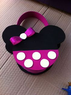 Mickey Mouse Birthday Decorations, Mickey Minnie Mouse, Paper Gift Bags, Paper Gifts, Hello Kitty Crafts, Ideas Para Fiestas, Disney Crafts, Foam Crafts, Cute Packaging