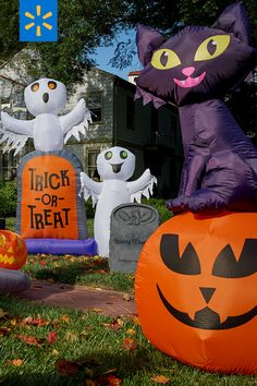 Ghoul all out with Walmart's budget-friendly Halloween decor, including inflatables, door wreaths, string lights, & more fun ways to trick out your yard. Olaf Halloween Costume, Halloween Books, Halloween Pictures, Holidays Halloween, Spooky Halloween, Halloween Treats, Halloween Party, Halloween Decorations, Outdoor Halloween