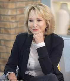 All her life Felicity Kendal has been the poster girl for the kind of wholesome sexiness that men find so appealing Felicity Kendal, Wand Hairstyles, Over 60 Fashion, Beautiful Old Woman, Hair Affair, Aging Gracefully, Kendall, Short Hair Styles, Hair Cuts