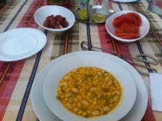 porotos granados con tomate y salchicha  típico chileno