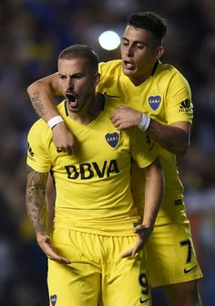 Dario Benedetto of Boca Juniors celebrates with teammates Fernando. Neymar, Messi, Football Players, Soccer, Racing, Celebrities, Goal, Breeze, November