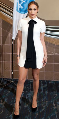 Who made Jennifer Lopez's white bow dress and black pumps that she wore in New Orleans on August Dress – Valentino Shoes – Casadei Jennifer Lopez, J Lo Fashion, Womens Fashion, Fashion Trends, Fashion Fail, Fashion Outfits, Look Girl, Christina Aguilera, Aaliyah