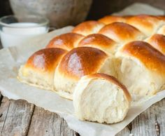 Hawaiian Sweet Rolls are perfectly sweet and tender. These fluffy homemade rolls are infused with pineapple juice and the recipe is better than Kings brand Cooking Bread, Bread Baking, Cooking Recipes, Thermomix Bread, Homemade Rolls, Pita, Good Food, Yummy Food, Romanian Food