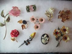 Large Lot of 1950-60s Flower Pins Carved Celluloid Soft Plastic Lucite Variety Assortment Resell Repurpose Collection 12K Danecraft Austria