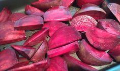 Punapeet on ravimköögivili Plum, Fruit, Food, Eten, Meals, Diet