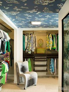 Checkout the gorgeous wallpapered ceiling in this closet! Source: House of Turquoise: The Christopher Kennedy Compound Showhouse Closet Wallpaper, Wallpaper Ceiling, Of Wallpaper, Butterfly Wallpaper, Dressing Room Closet, Dressing Rooms, Dressing Area, Kennedy Compound, Creative Closets