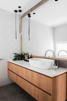 25 Wood and White Bathrooms for a Trendy, Relaxing Shower Small White Bathrooms, Modern White Bathroom, Eclectic Bathroom, Chic Bathrooms, Bathroom Styling, Bathroom Interior Design, Beautiful Bathrooms, Bathroom Lighting, Marble Bathroom Floor