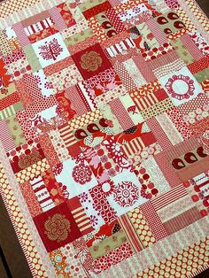 Awesome red scrap quilt...this would be a nice way to use up scraps, use dark, medium and light tones. EASY peasy!