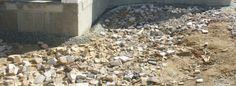 Mise en place du drain autour de la construction - http://surzurcmo.monblogmaison.com/mise-en-place-du-drain-autour-de-la-construction/