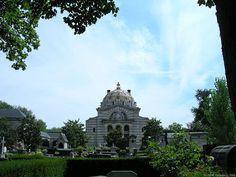 * Père Lachaise Cemetery *     *Crematorium* Paris, França.