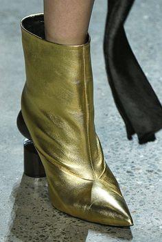 Prabal Gurung, Herbst/Winter New York, Womenswear Gold Shoes, Women's Shoes, Fashion Week 2018, Prabal Gurung, Fashion Boots, Cowboy Boots, Latest Trends, Addiction, High Heels