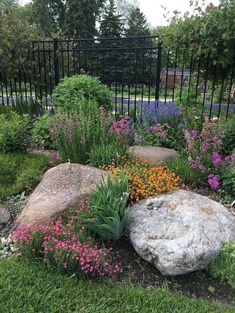 Front Yard Rock Garden Landscaping Ideas (59) #cottagelandscapefrontyard