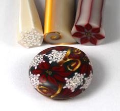 Excellent Free Polymer Clay Crafts projects Tips Polymer Clay Poinsettia Cane Clay Christmas Decorations, Polymer Clay Christmas, Polymer Clay Canes, Polymer Clay Flowers, Polymer Clay Projects, Polymer Clay Creations, Diy Clay, Polymer Clay Jewelry, Clay Crafts