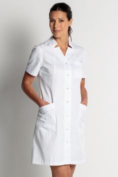 BATA LARGA MANGA CORTA... Nursing Wear, Nursing Dress, Nursing Clothes, Dress Suits, Shirt Dress, White Scrubs, Blouse Nylon, Lab Coats, Work Uniforms