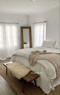 Room Ideas Bedroom, Home Decor Bedroom, Bedroom Inspo, Minimalist Room, Aesthetic Room Decor, Dream Rooms, My New Room, House Rooms, Room Inspiration