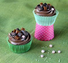 Kamomillan konditoria: Ihanat suklaakuppikakut Raw Vegan, Vegan Food, Vegan Recipes, Cupcakes, Baking, Desserts, Tailgate Desserts, Cupcake Cakes, Deserts