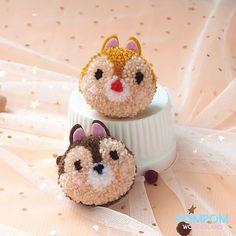 DIY Tutorial - How to Make Pompom Chip & Dale - Pompom Tutorial Origami Butterfly Easy, Origami Flowers Tutorial, Kids Origami, Paper Crafts Origami, Origami Animals, Disney Diy Crafts, Fun Crafts, Pom Pom Animals, Woolen Craft