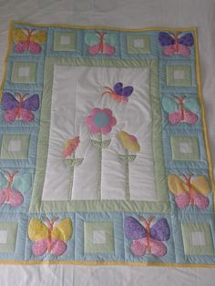 Butterfly Garden large toddler bed quilt - The Supermums Craft Fair Quilt Baby, Cot Quilt, Baby Quilt Patterns, Baby Girl Quilts, Girls Quilts, Kid Quilts, Block Patterns, Baby Applique, Applique Quilts