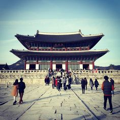 Biggest palace in south korea #seoul #palace #architecture #southkorea #wanderlust #lifeofatraveler #ilovetraveling #travelling #travel #vacation #heritage #winter #wintertrip2015 #korea by shahrol95