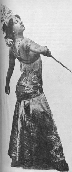 Mata Hari dancing with a keris