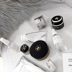 skincare,flatlay,skincare products for dark marks,skin to reduce wrinkles Kelsey Simone, Beauty Skin, Health And Beauty, Beauty Makeup, Makeup Inspo, Makeup Inspiration, Perfume, Black And White Aesthetic, Kiss Makeup
