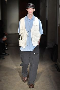 Gosha Rubchinskiy Spring 2018 Menswear collection, runway looks, beauty, models, and reviews.