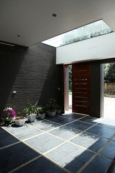 Industrial Expressive Design Showcasing Geometric Shapes and VolumesDesigned by H&P Architects, House is located in Ha Tinh city, Middle Vietnam. By utilizing top lights as well as placing small green-courtyards i. Indoor Outdoor, Outdoor Living, Outdoor Pavers, Home Decor Near Me, Courtyard Design, Garden Design, Outside Room, Small Courtyards, Minimalist Home Decor